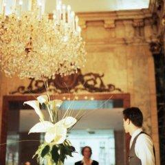 Ambassador Hotel бассейн фото 2