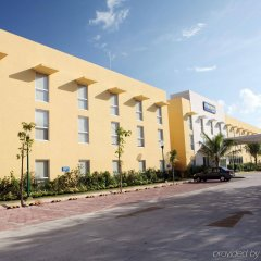 Отель City Express Playa del Carmen парковка