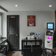 Отель Econo Lodge Times Square США, Нью-Йорк - 1 отзыв об отеле, цены и фото номеров - забронировать отель Econo Lodge Times Square онлайн банкомат