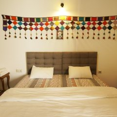 Отель Ali Baba's Guesthouse сейф в номере