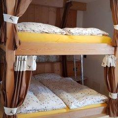 Отель Rifugio Baita Cuz Долина Валь-ди-Фасса сейф в номере
