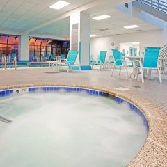 Отель LaGuardia Plaza Hotel США, Нью-Йорк - отзывы, цены и фото номеров - забронировать отель LaGuardia Plaza Hotel онлайн бассейн фото 3