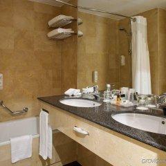 Отель Canopy by Hilton Madrid Castellana Испания, Мадрид - 9 отзывов об отеле, цены и фото номеров - забронировать отель Canopy by Hilton Madrid Castellana онлайн ванная фото 2