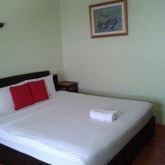 Отель Baan Kluaymai Guesthouse Самуи сейф в номере
