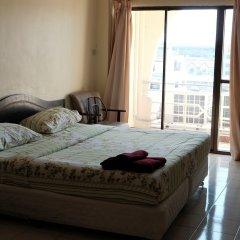 Апартаменты Parinya's Apartment Паттайя комната для гостей фото 4