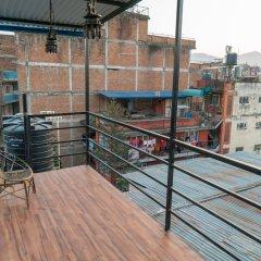 Отель 32 Steps Hostel Непал, Катманду - отзывы, цены и фото номеров - забронировать отель 32 Steps Hostel онлайн балкон