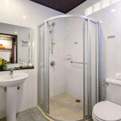 Отель Thara Patong Beach Resort & Spa Таиланд, Пхукет - 7 отзывов об отеле, цены и фото номеров - забронировать отель Thara Patong Beach Resort & Spa онлайн ванная фото 2