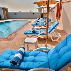 Signature Hotel Al Barsha бассейн