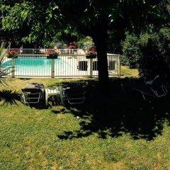 Отель Kyriad Cahors бассейн