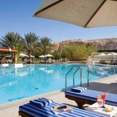 Отель Mercure Grand Jebel Hafeet Al Ain Hotel ОАЭ, Эль-Айн - отзывы, цены и фото номеров - забронировать отель Mercure Grand Jebel Hafeet Al Ain Hotel онлайн бассейн