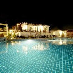 Отель Al's Laemson Resort бассейн