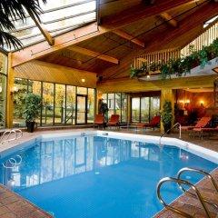Отель Chateau Jasper бассейн
