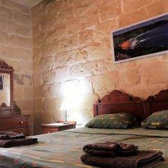 Отель Gozo B&B сейф в номере
