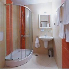 Отель Family Hotel Coral Болгария, Поморие - отзывы, цены и фото номеров - забронировать отель Family Hotel Coral онлайн ванная