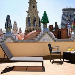 Отель Gaudi бассейн