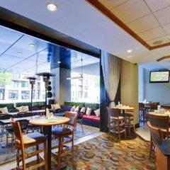 Отель Hilton Garden Inn Montreal Centre-Ville Канада, Монреаль - отзывы, цены и фото номеров - забронировать отель Hilton Garden Inn Montreal Centre-Ville онлайн гостиничный бар