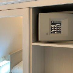 Отель Tiburtina Suites сейф в номере