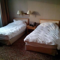 Отель Foreign Experts Building Пекин комната для гостей