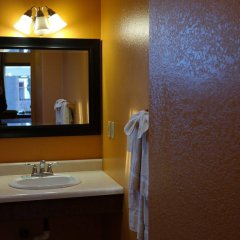 Отель Coast Inn and Spa Fort Bragg ванная фото 2