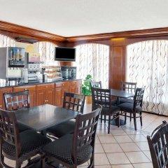 Отель Days Inn Elk Grove Village Chicago OHare Airport West в номере