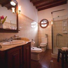 Отель Refúgio do Sol - Mosteiros Португалия, Понта-Делгада - отзывы, цены и фото номеров - забронировать отель Refúgio do Sol - Mosteiros онлайн ванная фото 2