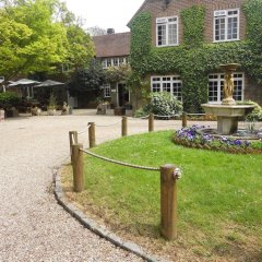 Howfield Manor Hotel с домашними животными