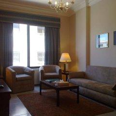 Отель Crystal Suites комната для гостей