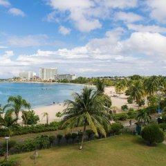 Отель Dolphin Beach Suite пляж