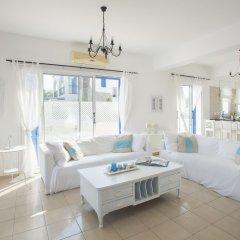 Отель Mimosa Seafront Villa Кипр, Протарас - отзывы, цены и фото номеров - забронировать отель Mimosa Seafront Villa онлайн комната для гостей фото 2