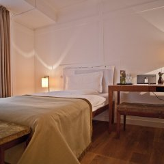 Louis Hotel комната для гостей