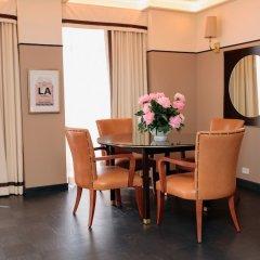 Отель Sunset Tower Уэст-Голливуд в номере