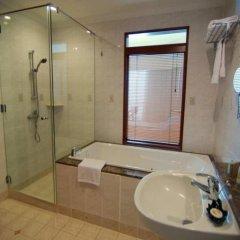 Отель The Gurney Resort Hotel & Residences Малайзия, Пенанг - 1 отзыв об отеле, цены и фото номеров - забронировать отель The Gurney Resort Hotel & Residences онлайн ванная фото 2