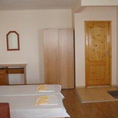 Отель Еви 1 Болгария, Поморие - отзывы, цены и фото номеров - забронировать отель Еви 1 онлайн комната для гостей фото 2