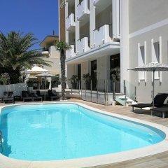 Отель Suite Litoraneo Римини бассейн фото 2