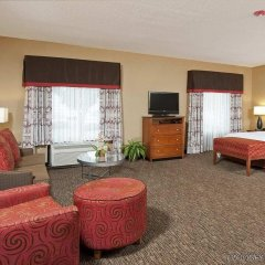 Отель Hampton Inn & Suites Columbus-Easton Area комната для гостей