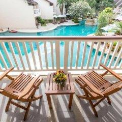 Отель Thara Patong Beach Resort & Spa Таиланд, Пхукет - 7 отзывов об отеле, цены и фото номеров - забронировать отель Thara Patong Beach Resort & Spa онлайн балкон