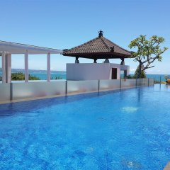 Отель Best Western Kuta Beach бассейн