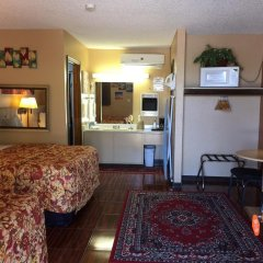 Отель La Siesta Motel & RV Resort комната для гостей