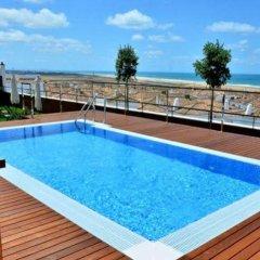 Отель Conilsol Hotel y Aptos Испания, Кониль-де-ла-Фронтера - отзывы, цены и фото номеров - забронировать отель Conilsol Hotel y Aptos онлайн бассейн