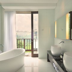 Padma Hotel Bandung ванная
