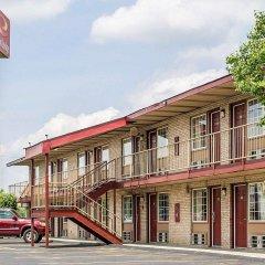Отель Econo Lodge Columbus парковка