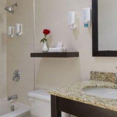 Отель The Strathcona Hotel Канада, Торонто - отзывы, цены и фото номеров - забронировать отель The Strathcona Hotel онлайн ванная
