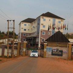 Отель Golden Valley Hotel Enugu Нигерия, Нсукка - отзывы, цены и фото номеров - забронировать отель Golden Valley Hotel Enugu онлайн вид на фасад