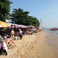 Отель Patamnak Beach Guesthouse Таиланд, Паттайя - отзывы, цены и фото номеров - забронировать отель Patamnak Beach Guesthouse онлайн пляж