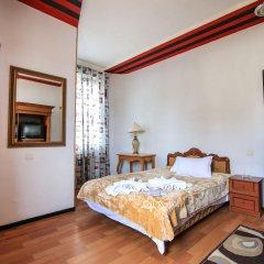 Отель Georgian Palace сейф в номере