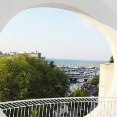 Отель Al Cavallino Bianco Италия, Риччоне - отзывы, цены и фото номеров - забронировать отель Al Cavallino Bianco онлайн балкон