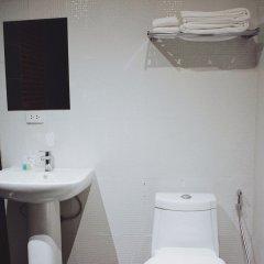 Henry'S Hotel And Gastropub Бангкок ванная