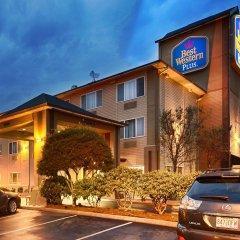 Отель Best Western Plus Cascade Inn & Suites парковка