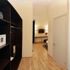 Гостиница Тройка Москва сейф в номере