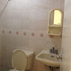Отель Mactan Pension House Филиппины, Лапу-Лапу - отзывы, цены и фото номеров - забронировать отель Mactan Pension House онлайн ванная фото 2